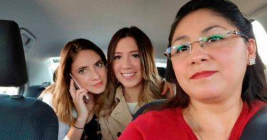 Contra inseguridad, mujeres dan servicio de taxi a mujeres
