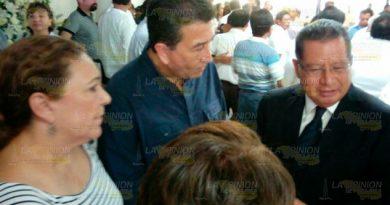 El ex Gobernador Flavino Ríos acude al funeral de Juan Nicolás Callejas