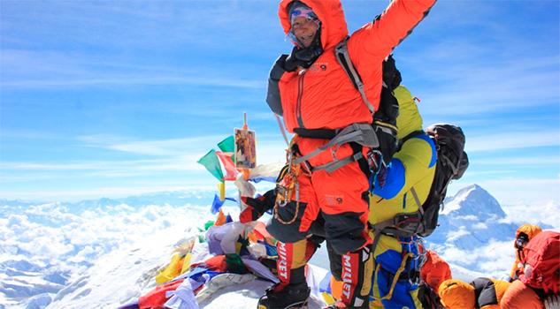 Ella es la primera mujer en escalar dos veces el monte Everest en cinco días