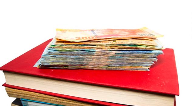 Estudiante recibió accidentalmente un millón de dólares de ayuda financiera y gastó miles en compras