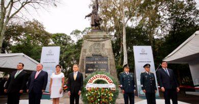 Homenaje al padre de la patria en 207 aniversario de Independencia