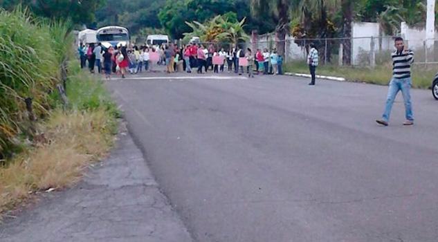 Padres Familia Bloquean Carretera Alto Lucero Xalapa