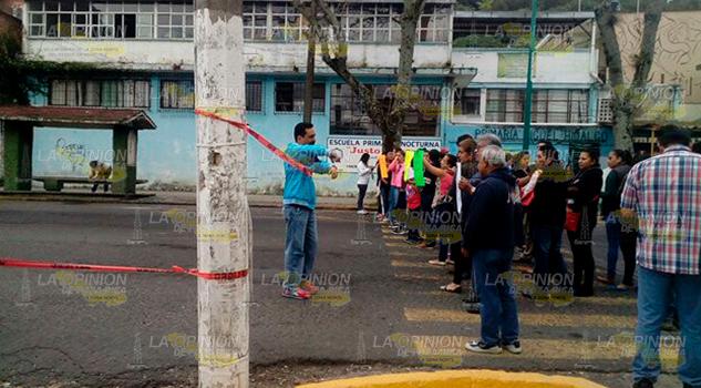 Padres de familia exigen que PC revise las instalaciones de la escuela primaria Miguel Hidalgo