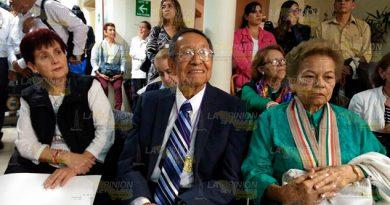 Recibe Reconocimiento Teodoro Cano García