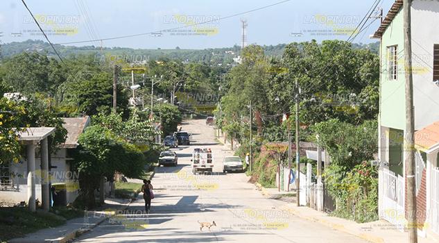 Unidades pesadas destruyen las calles de la ciudad