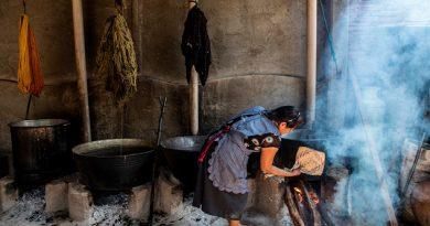 Artesanos mexicanos apuestan por el uso de tintes naturales