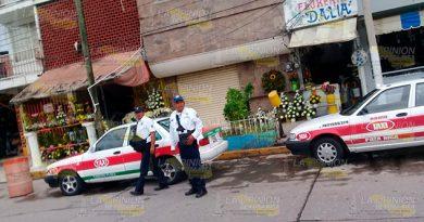 Agentes de Tránsito roban a conductor