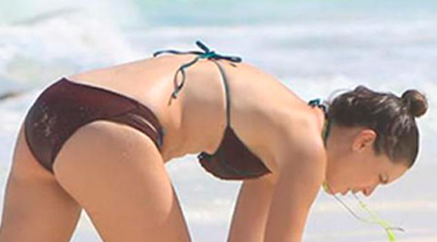 Bikini Agachada Jacky Bracamontes Niega Embarazada