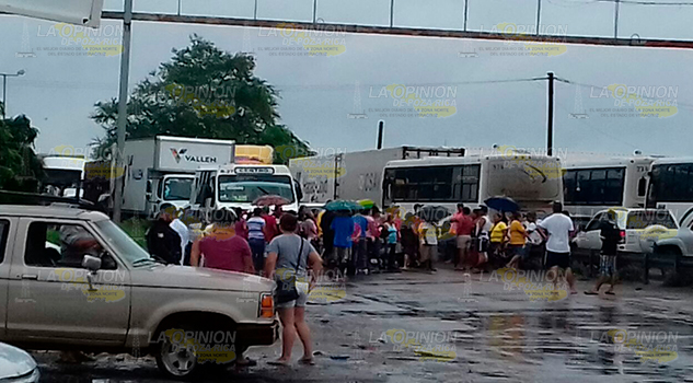 Bloqueo en la carretera Tampico-Valles