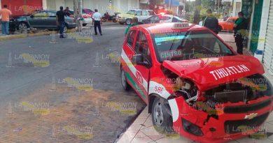 Choca Taxi Jetta Lesionados