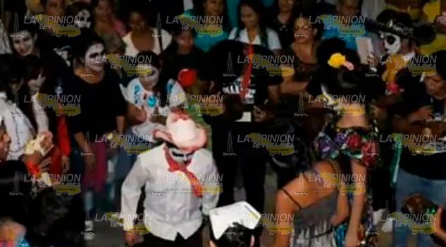 Ciudadanos Preparan Festejos Día Todos Santos