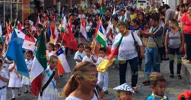 Colorido Desfile Día Naciones Unidas
