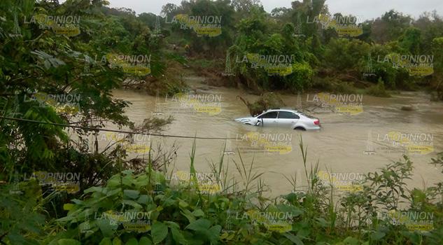 Vehículo Arrastrado Corriente Río