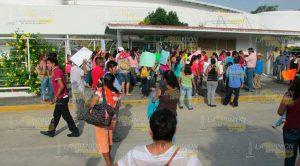 Manifestación Padres Maestros Instalaciones Centro Rébsamen