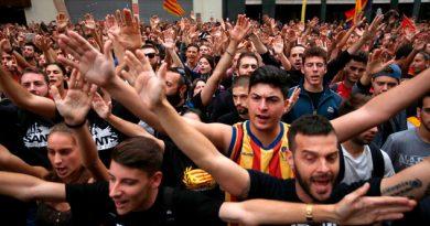 Masivas protestas en Barcelona tras la represión del referéndum independentista en Cataluña