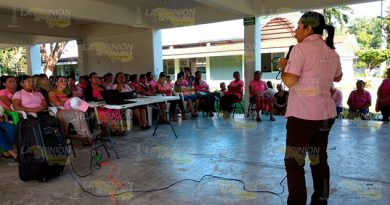 Orientan Estudiantes Mediante Conferencia