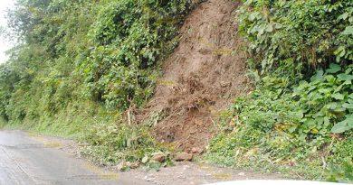 Pequeños Derrumbes Carretera Mecatlán