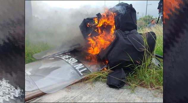 Por zozobra en Penal de Cadereyta, familiares de reos queman equipo policiaco