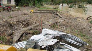 Álamo, Ver.- En Horcones, el desbordamiento del río Buenavista arrasó totalmente con dos viviendas.