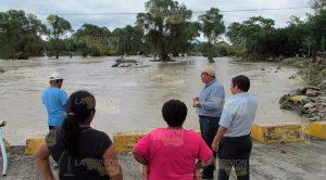 El alcalde Ricardo Serna Barajas recorría Horcones para constatar los daños, evaluarlos y determinar cómo se le ayudará a los habitantes afectados.