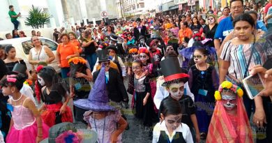 Alumnos Participan Magno Desfile Día Muertos