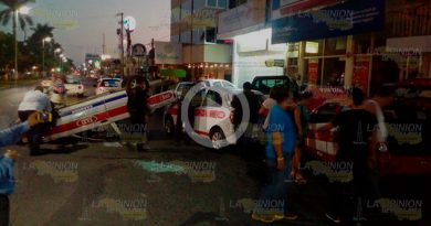Choca Vuelca Taxi Bulevar