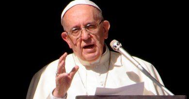 Papa Ordena Vaticano Dejar Vender Cigarrillos