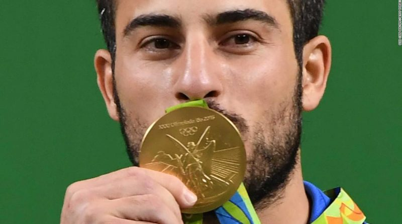 Pesista Olímpico Iraní Subasta Medalla Oro Víctimas Terremoto