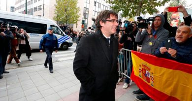 Puigdemont Cuatron Exconsejeros Entregan Policía Bélgica