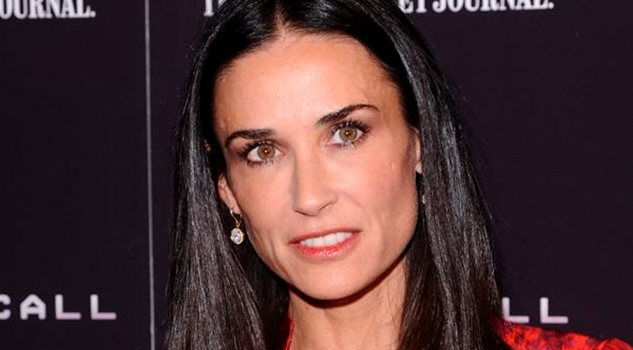 Resurge Polémico Video Demi Moore Besa Niño