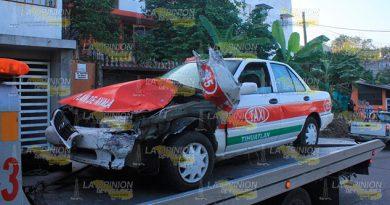 Taxi Invade Carril Choca