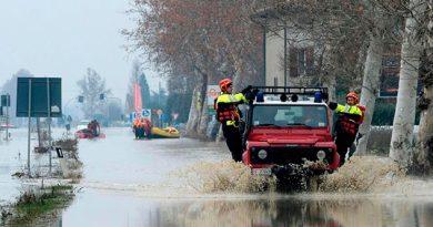 Desalojan Miles Inundaciones Italia