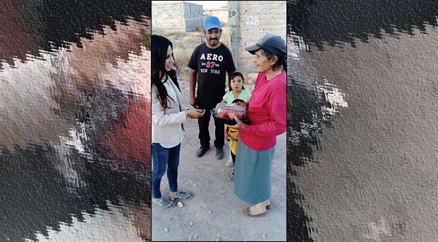Diputada en Zacatecas regala pollos rostizaods: Internet la bautiza #LadyPollos
