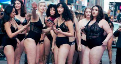Modelos Tallas Grandes Protestan Time Square