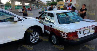 Petrolera Choca Taxi Lesionados