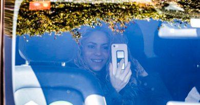 Shakira Muestra Sonriente Feliz Saliendo Hospital