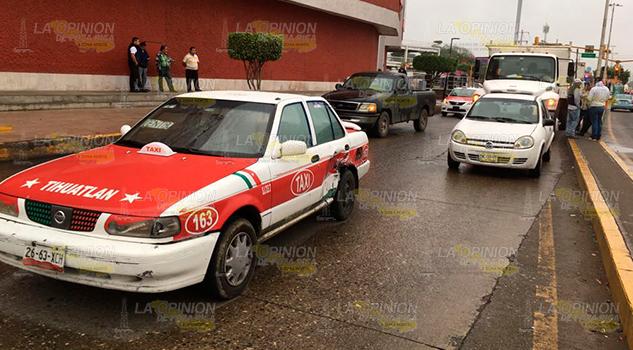 Taxi Choca Contra Camión