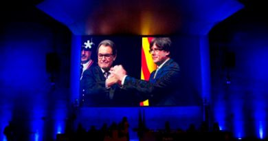 Carles Puigdemont Presidente Holograma
