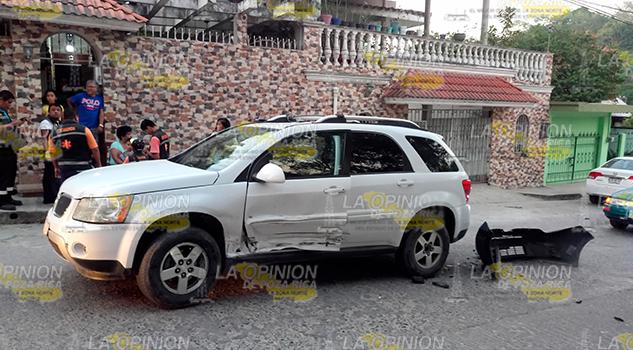 Corolla Impacta Camioneta Huye