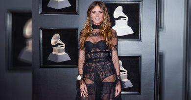 Famosos Posaron Rosa Blanca Grammy
