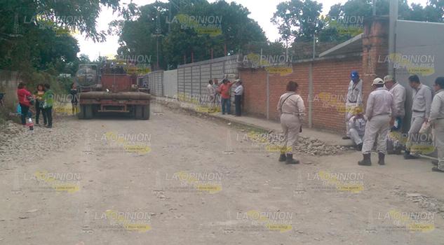 Habitantes Bloquean Paso Unidades Pemex