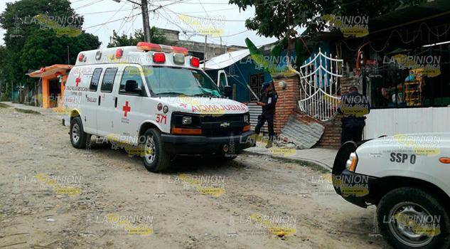 Paramédicos Auxilian Jovencita Atragantamiento