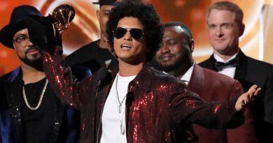 Robo Bruno Mars Luis Fonsi Grammy