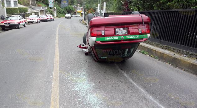 Taxista Inicia Año Volcando Unidad