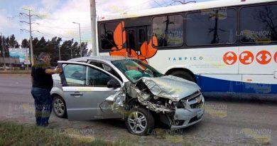 http://www.laopinion.net/choque-auto-trailer-una-mujer-lesionada/