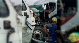 Choque Autobús Tractocamión