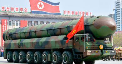 Corea Norte Desfile Misiles Largo Alcance