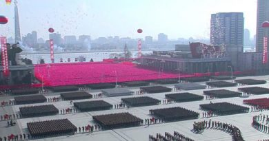 Kim Jong Un Preside Desfile Militar