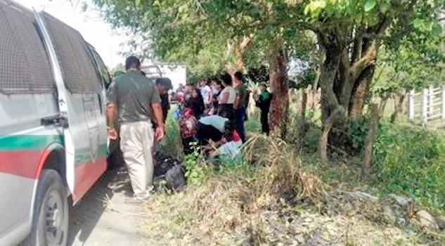 Resultado de imagen para Rescatan a 35 migrantes que viajaban en una camioneta, en Medellín
