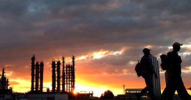 Perforar más pozos y construir una refinería en Paraiso